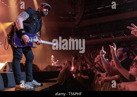 Aprile 20, 2019 - Milwaukee, Wisconsin, Stati Uniti - ROB CAGGIANO di Volbeat al Forum Fiserv a Milwaukee nel Wisconsin (credito Immagine: © Daniel DeSlover/ZUMA filo) Immagini Stock