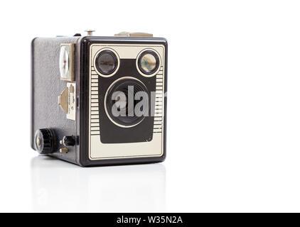 Un vecchio, vintage, antichi fotocamera dei consumatori su sfondo bianco Immagini Stock