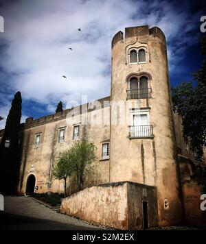 La torre dell'albergo Pousada Castelo in Alvito, Cuba, Portogallo Immagini Stock