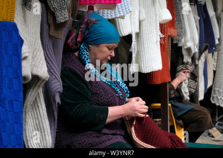 Rivenditori di indumento di lana a cascata Chegem o Su-Auzu situato nella gola vicino al villaggio di Hushtosyrt Chegem canyon nella Repubblica Kabardino-Balkar nel Nord Caucaso Distretto federale della Russia. Immagini Stock