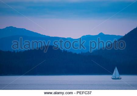 Una barca a vela in Stephens passaggio. Immagini Stock