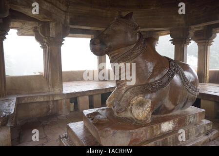 Nandi pavilion di fronte Vishwanath temple Khajuraho Madhya Pradesh India Asia Immagini Stock