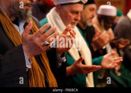 I Sufi Naqshbandi pregando, Nandy, Seine-et-Marne, Francia, Europa Immagini Stock