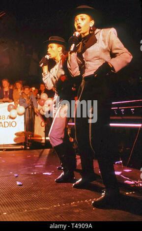 MEL E KIM inglese duo pop di sorelle Melanie e Kim Appleby circa 1987 Immagini Stock