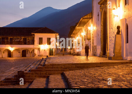 Plaza Mayor all'alba, Villa de Leyva, Boyacá, Colombia Immagini Stock