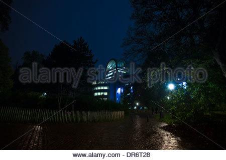 Il palazzo del parlamento è illuminato di notte, Bruxelles, Belgio Immagini Stock