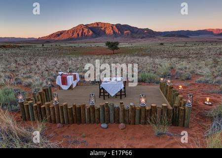 Cena romantica presso il Dune Camp.Wolwedans NamibRand Riserva Naturale.Namibia Immagini Stock