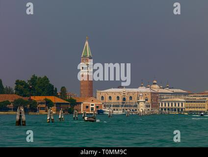 Piazza San Marco con il campanile di San Marco, regione Veneto, Venezia, Italia Immagini Stock