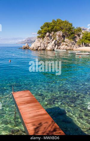 La famosa spiaggia di Podrace vicino a Brela e Makarska, Croazia, Europa Immagini Stock