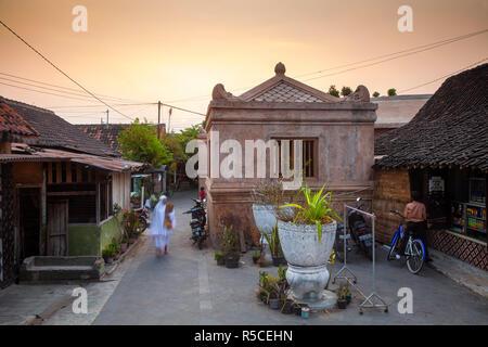 Indonesia, Java, Yogyakarta, Kampung Taman, un insediamento in acqua il complesso della torre Immagini Stock