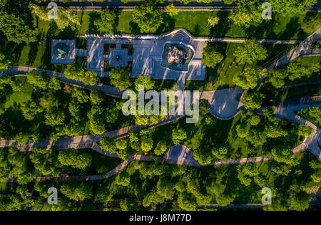 Drone shot guardare direttamente verso il basso presso il recentemente ristrutturato istanbul park in Odessa Ucraina Immagini Stock
