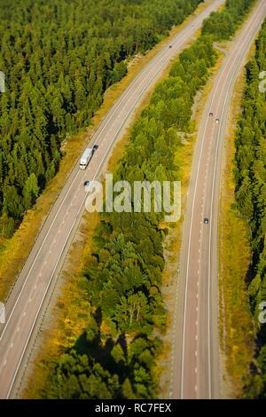 Vista aerea di autostrada nella foresta Immagini Stock