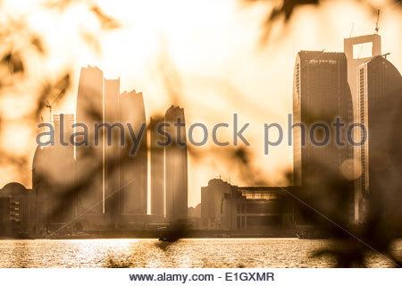 Vista di Abu Dhabi durante il tramonto, Emirati Arabi Uniti Immagini Stock