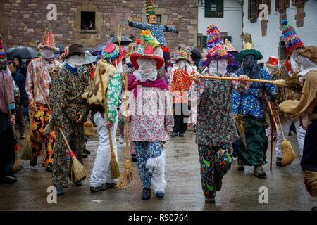 Spagna, Navarra, Lantz, scena di vita durante le feste di carnevale Immagini Stock