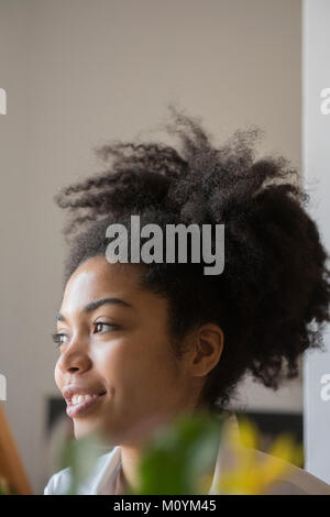Close up di sorridere americano africano donna Immagini Stock
