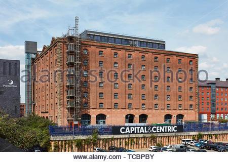 Edificio nel contesto. Magazzino di Londra, Manchester, Regno Unito. Architetto: Archer Humphreys architetti, 2018. Immagini Stock