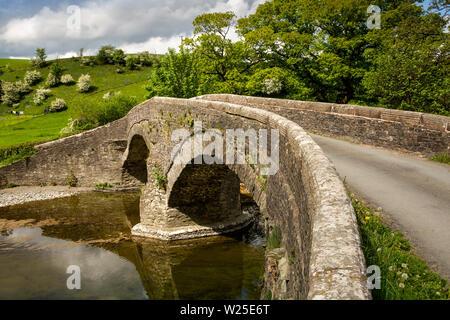 Regno Unito, Cumbria, York, Lowgill, truffatore di Lune, antico ponte di pietra sul fiume Lune Immagini Stock
