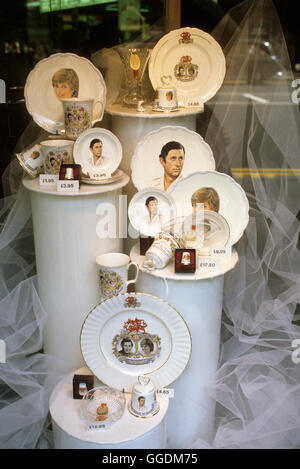 Royal Wedding del principe Charles e Lady Diana Spencer, souvenir 29 luglio Londra Uk 1981 HOMER SYKES Immagini Stock