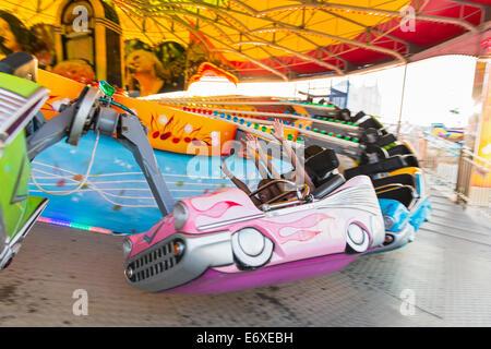 Stati Uniti d'America,New Jersey,Atlantic City, acciaio Pier midway,parco dei divertimenti di corsa con i bambini Immagini Stock