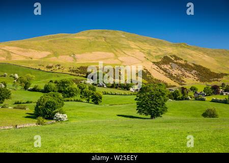 Regno Unito, Cumbria, York, Marthwaite, remote case coloniche a Howgill Lane inferiore avvolgitore e Howgill Fells Immagini Stock