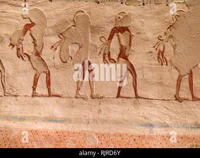 Una fotografia presa all'interno di tomba KV1, situato nella Valle dei Re in Egitto, utilizzato per la sepoltura del faraone Ramesse VII del xx dinastia. Sebbene sia stata aperta fin dall'antichità, fu solo adeguatamente indagati e cancellato da Edwin Brock nel 1984 e 1985. L'unico corridoio tomba stessa si trova a Luxor West Bank ed è piccolo in confronto ad altre tombe del xx dinastia. Usermaatre Setepenre Meryamun Ramesse VII (scritto anche Ramesse e Ramesses) era il sesto faraone del xx dinastia di antico Egitto. Egli regnò da circa 1136 a 1129 BC e fu th Immagini Stock
