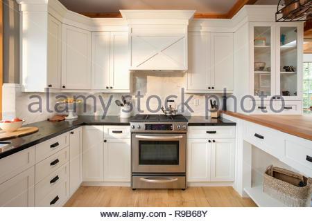 Casa bianca di vetrina cucina interna Immagini Stock