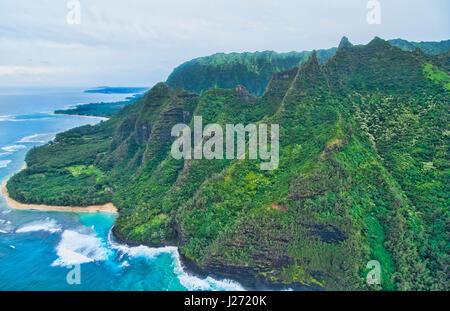 Kauai Hawaii antenna dalla elicottero del fiato Na Costa Poai riva dal di sopra Immagini Stock