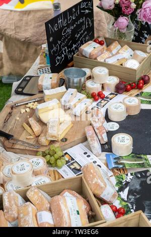 Nettlebed creamery formaggio stallo a Stonor Park food festival. Stonor, Henley-on-Thames, Oxfordshire, Inghilterra Immagini Stock