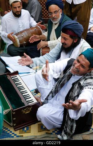 Qawali musicisti, Urs di Cheikh Mawlana Muhammad Nazim Adil al-Haqqani in Lefke, Cipro, Europa Immagini Stock