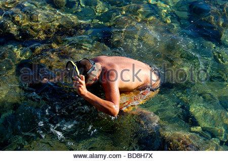 Un subacqueo IN MYKONOS GRECIA Immagini Stock