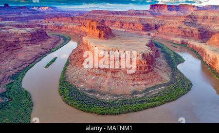 Il collo d'oca del Fiume Colorado, porta le orecchie Nationmal monumento, Utah, Meandro Canyon Immagini Stock