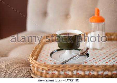 Tazza di caffè su un vassoio Immagini Stock