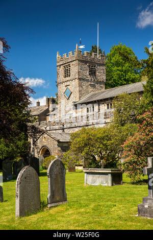 Regno Unito, Cumbria, York, Finkle Street, Sant'Andrea Chiesa Parrocchiale dal sagrato della chiesa Immagini Stock