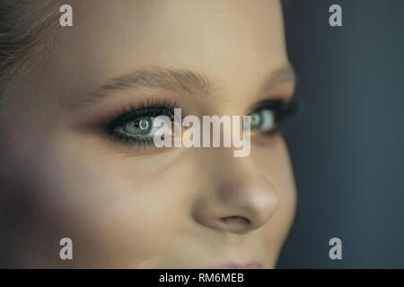 Primo piano di una ragazza occhi verdi Immagini Stock