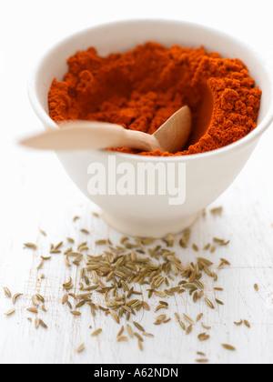 Il peperoncino in polvere e i semi di finocchio Immagini Stock