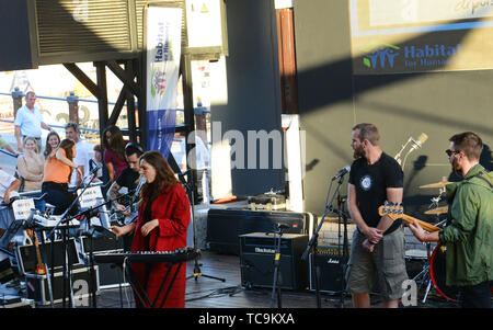 Un concerto rock supporto di Habitat for Humanity in Cape Town. Immagini Stock