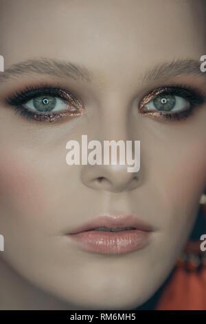 Primo piano volto Ritratto di giovane e bella ragazza con occhi più belli Immagini Stock