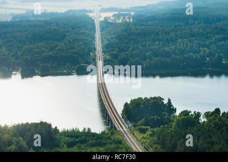Ponte Ferroviario sul fiume Immagini Stock