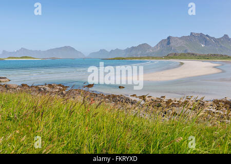 Yttersand è una delle tante spiagge nell arcipelago delle Lofoten, Norvegia. Immagini Stock