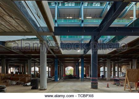 Infrastruttura esposta. Magazzino di Londra, Manchester, Regno Unito. Architetto: Archer Humphreys architetti, 2018. Immagini Stock