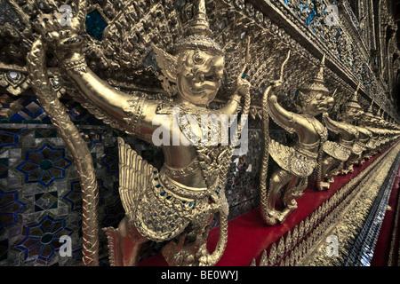 Thailandia, Bangkok, Grand Palace e il Wat Phra Kaeo, il Tempio del Buddha di Smeraldo, ampio angolo, vista ravvicinata Immagini Stock
