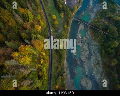 Antenna di autunno alberi nelle montagne dei Carpazi ucraina Immagini Stock