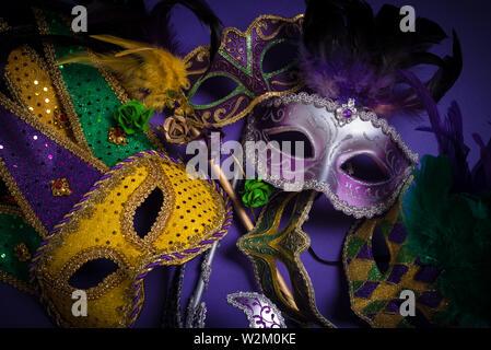 Mardi Gras maschere su uno sfondo scuro Immagini Stock