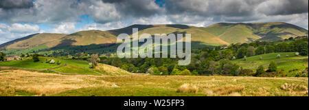 Regno Unito, Cumbria, York, Frostrow e Soolbank, vista panoramica di Howgill Fells da Tom Croft Hill viewpoint sulla strada per Hawes attraverso Garsdale Immagini Stock