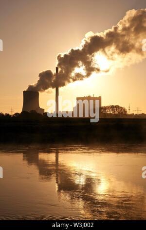 Heyden power plant di sunrise, impianto alimentato a carbone, il riscaldamento globale, carbone phase-out, Petershagen, Nord Reno-Westfalia, Germania Immagini Stock