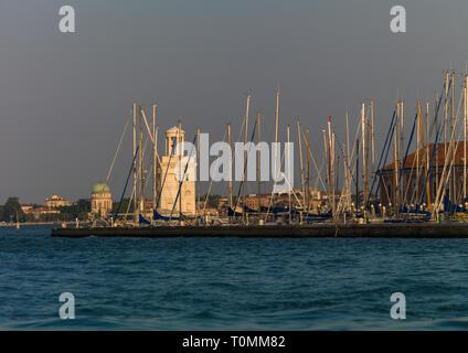 Faro all'entrata del Canal Grande, della Regione del Veneto, Venezia, Italia Immagini Stock