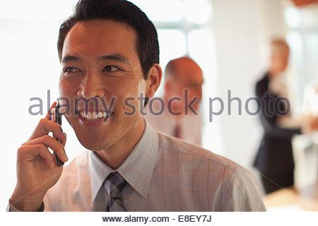 Imprenditore parlando al cellulare Immagini Stock