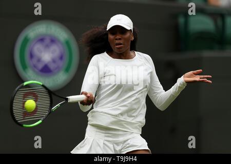 Londra, Regno Unito. Il 19 maggio 2019. Wimbledon Tennis Giocatori Day; Venus Williams (USA) in azione contro Kim Clijsters (BEL) Credit: Azione Plus immagini di sport/Alamy Live News Immagini Stock