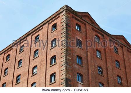 Angolo dell'edificio. Magazzino di Londra, Manchester, Regno Unito. Architetto: Archer Humphreys architetti, 2018. Immagini Stock