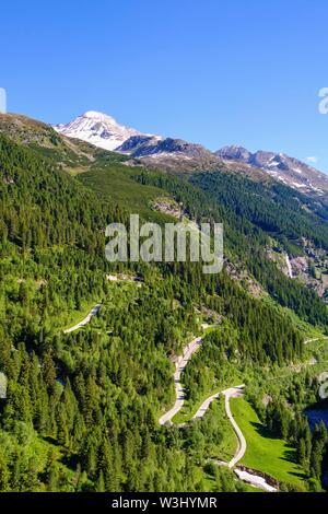 Schlegeis alpine road, dietro Hoher Riffler, vista dalla parete della diga, Alpi Aurine, vicino a Finkenberg, Zillertal, Tirolo, Austria Immagini Stock